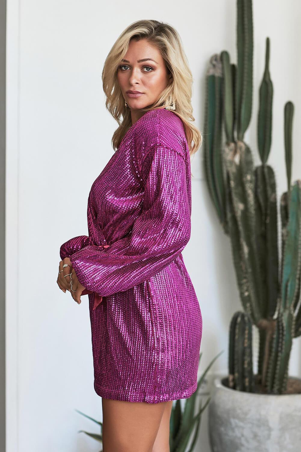 紫红色闪耀亮片点缀裹身V领宽松长袖迷你连衣裙 LC221104