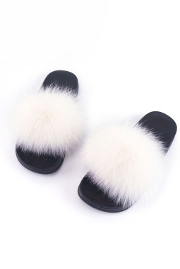 白色可爱绒毛平底拖鞋