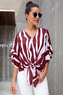 红色时尚垂直条纹V领3/4袖衬衫