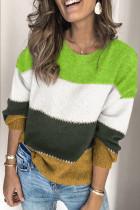 绿色套头拼色冬季保暖毛衣