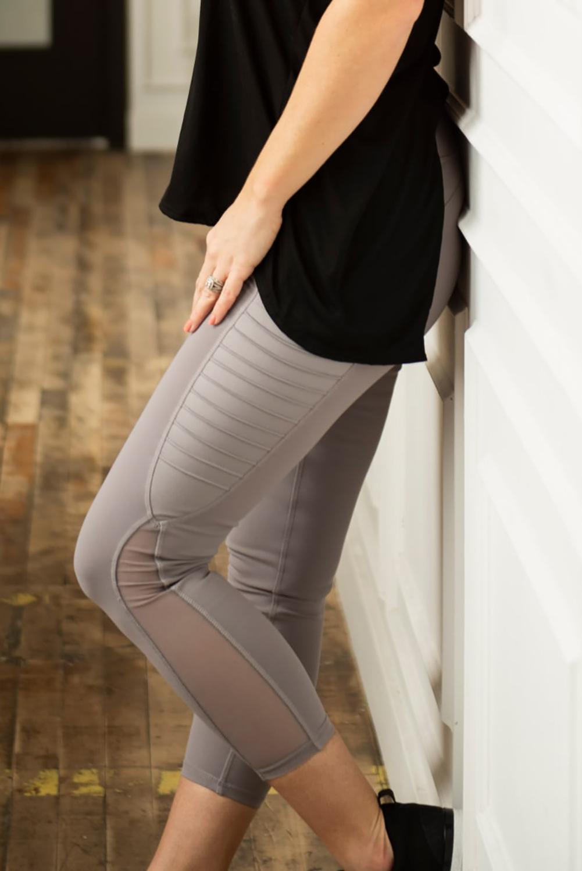 淡雅浅紫网纱拼接侧口袋瑜伽运动健身紧身裤 LC26083