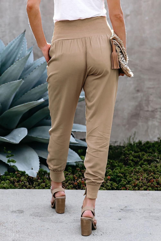 卡其色侧口袋宽腰束脚开衩细节休闲运动裤 LC77345
