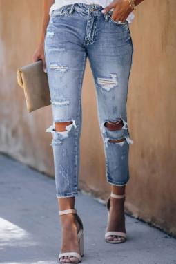 浅蓝色水洗仿旧破洞牛仔裤