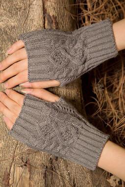 灰色针织漏指保暖手套