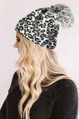 白色豹纹绒球毛线帽