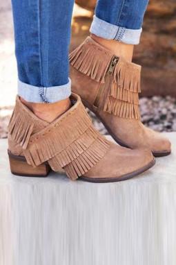 卡其色拉链低跟时尚流苏靴子