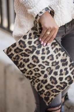 卡其色时尚豹纹手拿包