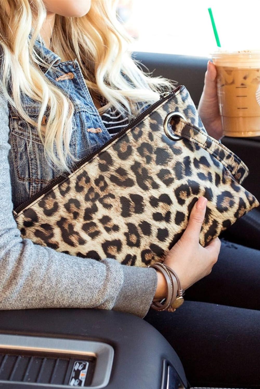卡其色时尚豹纹手拿包 LC003068