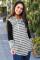 灰色拼接长袖时尚条纹束带连帽衫