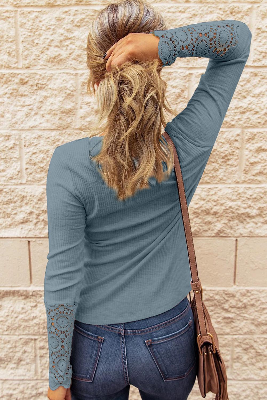 灰蓝色钩针蕾丝拼接长袖纽扣领口女士休闲上衣 LC2511799