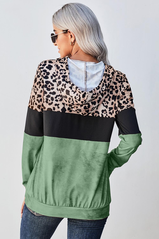 绿色豹纹拼色袋鼠口袋长袖连帽衫 LC2511141