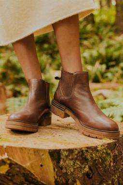 棕色人造皮革时尚复古短靴