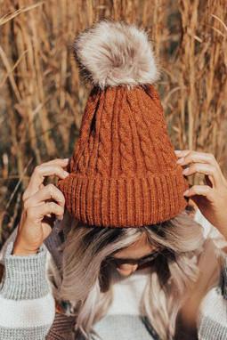 保暖绒球褐色罗纹针织帽