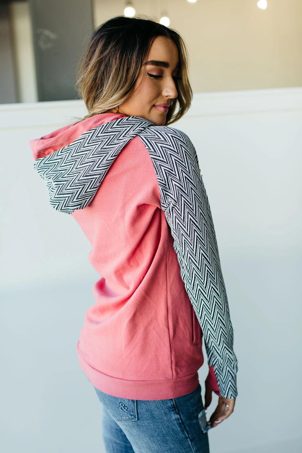 粉色几何印花长袖斜拉链双连帽套头衫 LC2532676