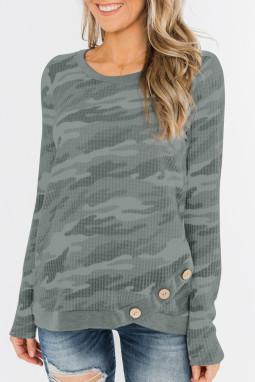 灰色迷彩印花纽扣装饰华夫格针织长袖上衣
