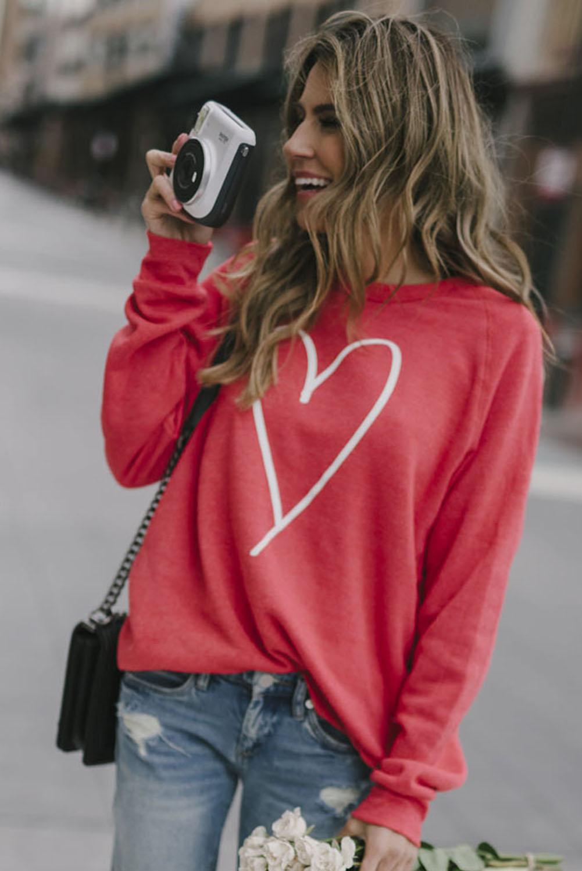 红色简约爱心图案女士套头长袖卫衣 LC2534563
