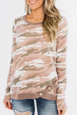 淡粉色迷彩印花纽扣装饰华夫格针织长袖上衣