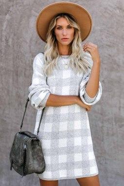 灰色方格花呢圆领气球袖直筒毛线连衣裙