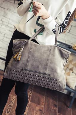 灰色复古铆钉装饰手提包