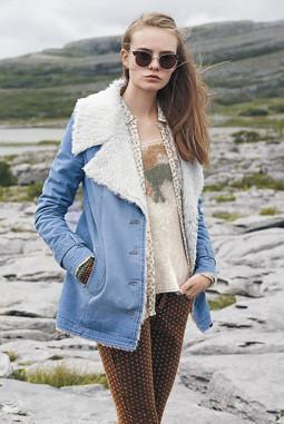 天蓝色休闲排扣翻领毛绒加厚保暖外套