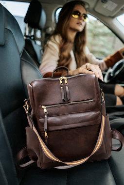 褐色拉链开合多功能背包