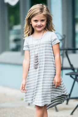 灰色拼色条纹圆领短袖舒适可爱小女孩连衣裙